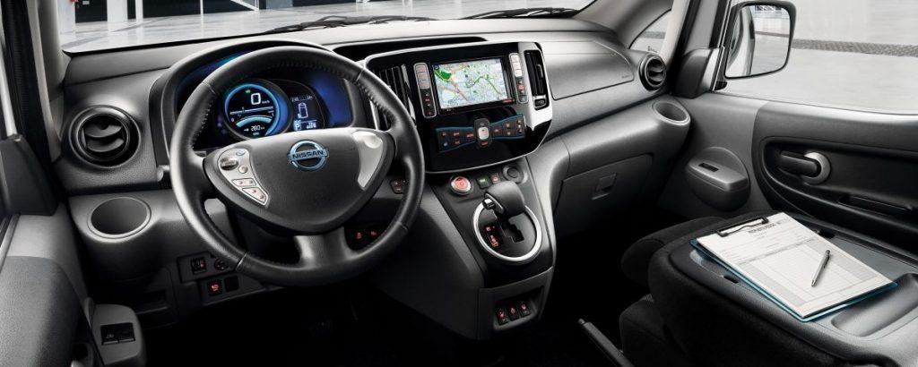 Nissan, belső tér, fekete,intelligens,automata