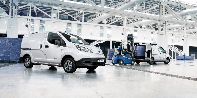 Nissan, furgon, fehér,pakolás, gyár