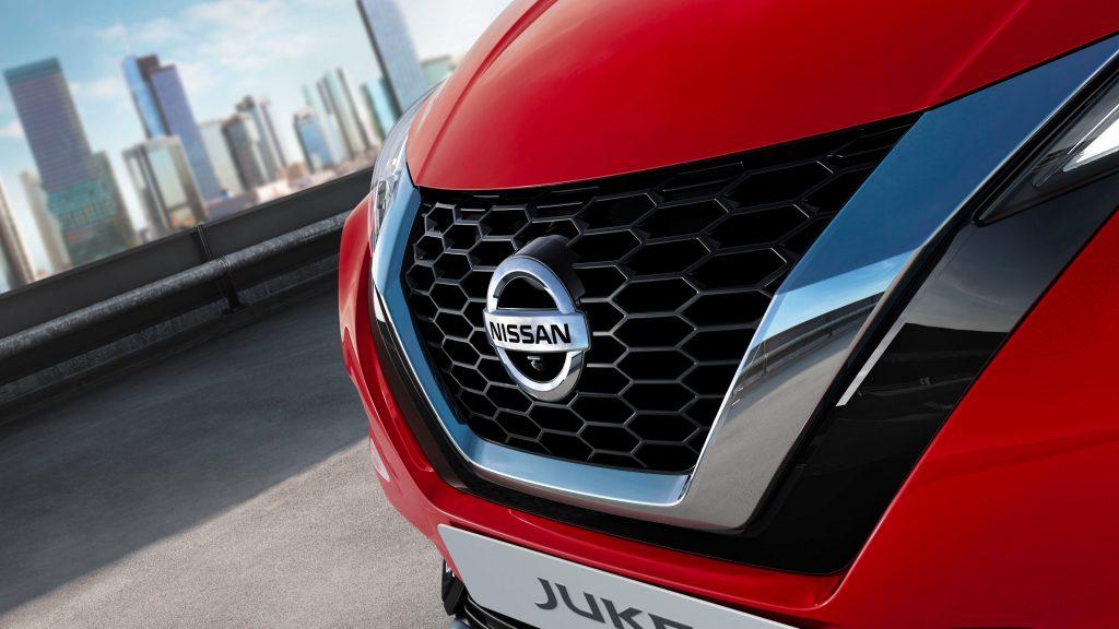 Nissan juke motorház logó