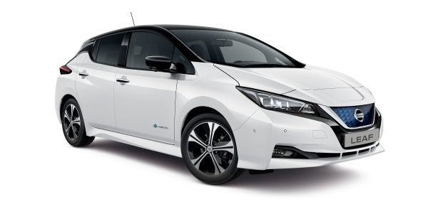 Nissan leaf kerekek sötétített ablakok oldalnézet