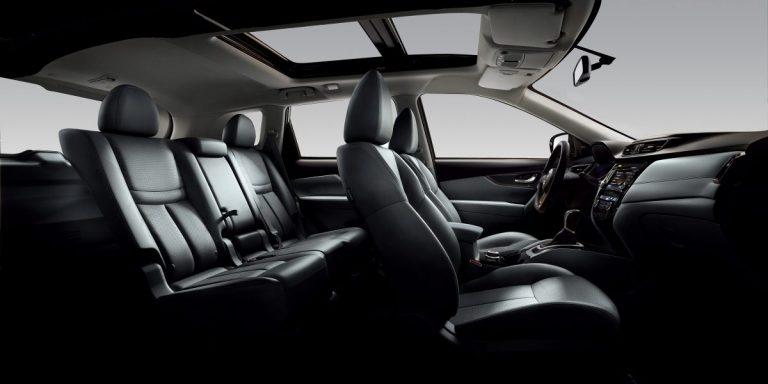 Nissan belső tér fekete bőr ülések